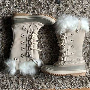 New Sorel Joan of arc fur fawn snow boots